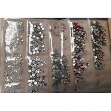 Набор декоративных камней разных цветов и разных размеров